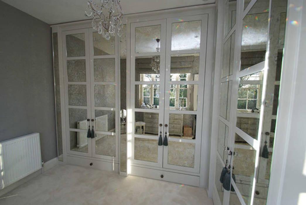 Antique mirror glass dressing room:  Dressing room by Mirrorworks, The Antique Mirror Glass Company,