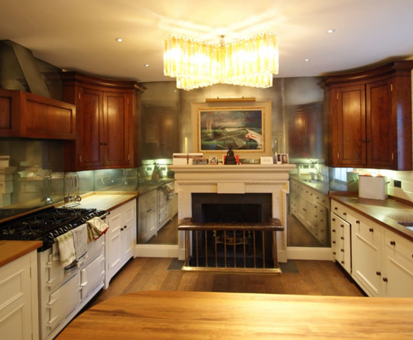 Antique mirror glass splashbacks:  Kitchen by Mirrorworks, The Antique Mirror Glass Company,