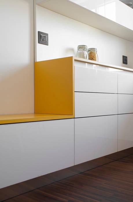 Dettaglio della cucina: Cucina in stile in stile Moderno di PLUS ULTRA studio