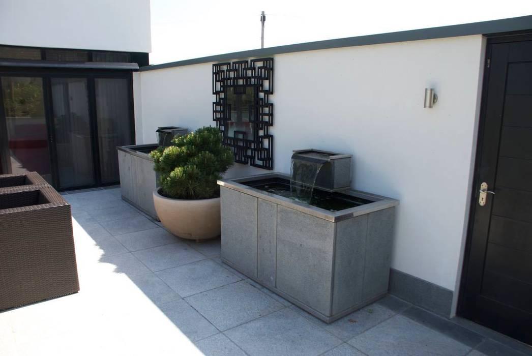 Modern, bespoke stone water tanks od Barry Holdsworth Ltd