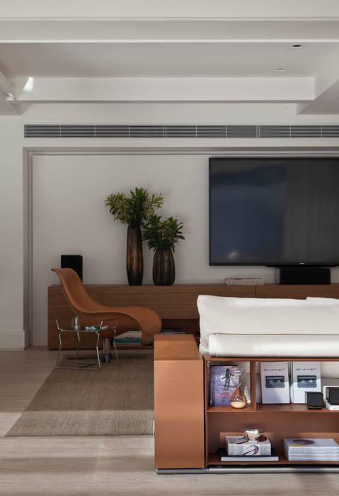 Livings de estilo moderno de Gisele Taranto Arquitetura Moderno