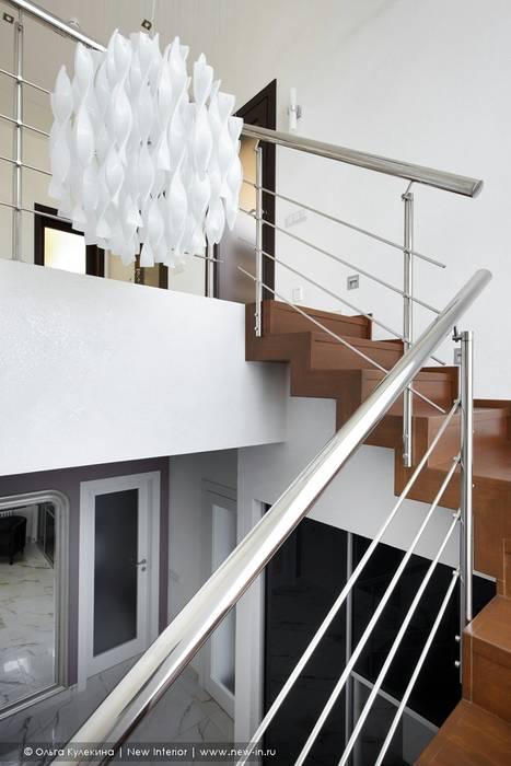 Загородный дом в коттеджном поселке «Красная горка» - 235 м² Коридор, прихожая и лестница в классическом стиле от Ольга Кулекина - New Interior Классический