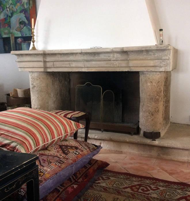 Una buena chimenea de piedra. Salones de estilo rural de Anticuable.com Rural