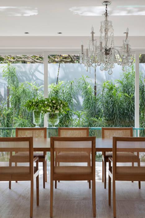 Comedores de estilo  por Gisele Taranto Arquitetura,