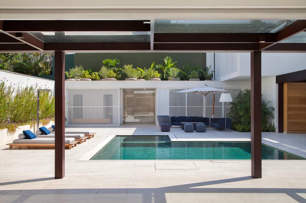 Nhà by Gisele Taranto Arquitetura