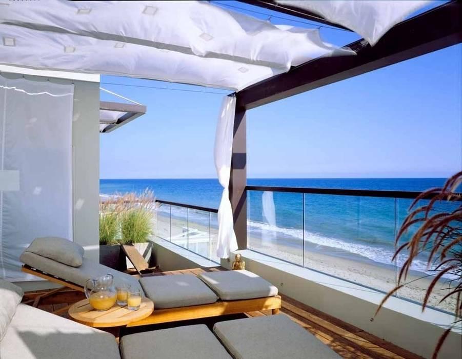 Western Australia Balcones y terrazas de estilo tropical de Bella life Style Tropical