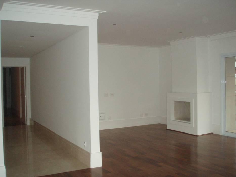 Apartamento Colorido - Antes Salas de estar clássicas por Brunete Fraccaroli Arquitetura e Interiores Clássico