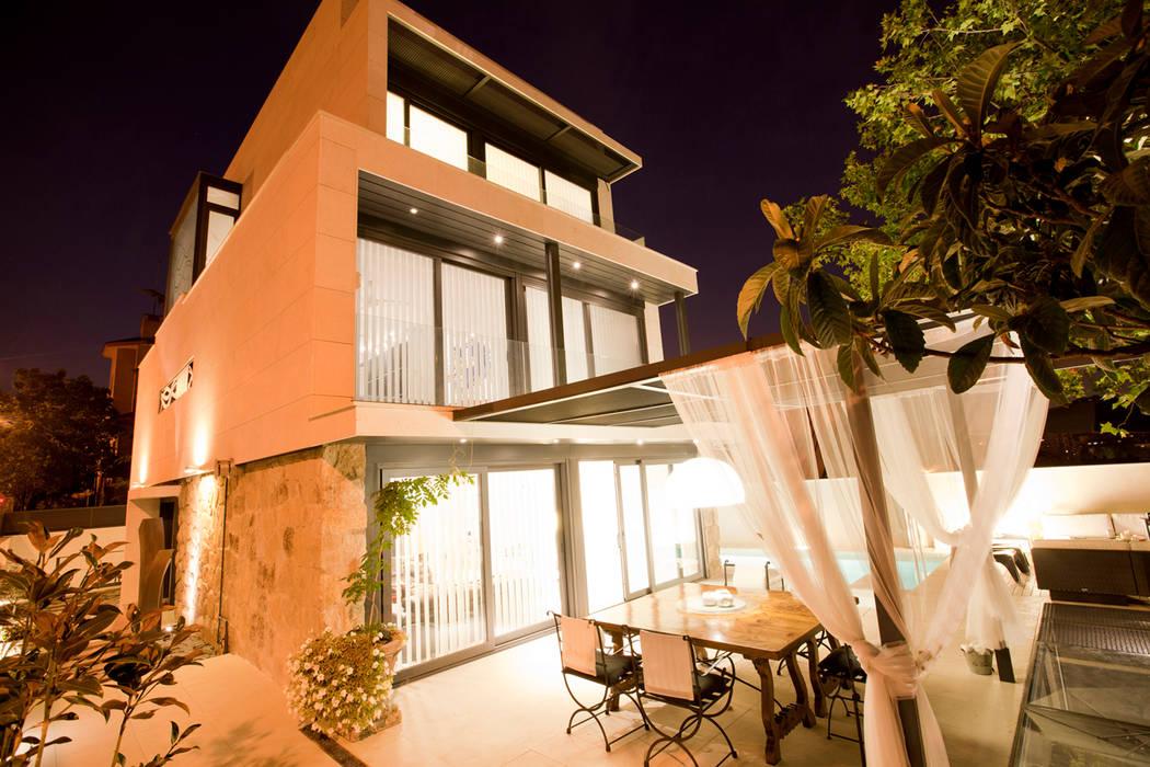 Cenador: Jardines de estilo minimalista de IPUNTO INTERIORISMO