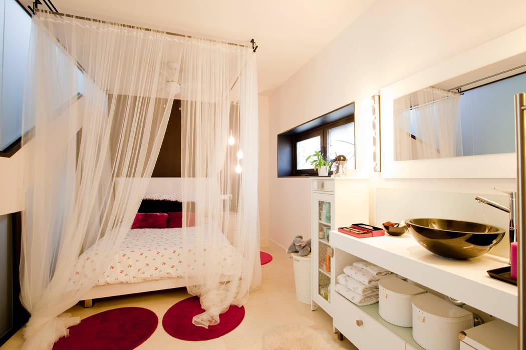 Se duerme la princesa: Dormitorios infantiles de estilo  de IPUNTO INTERIORISMO