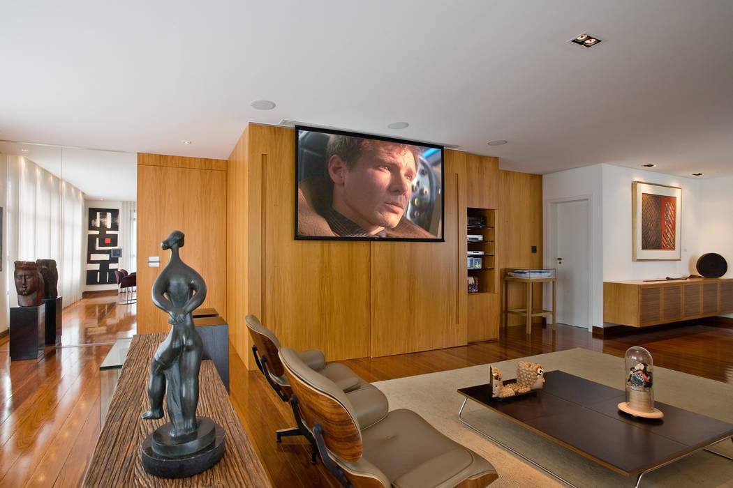 Apartamento colecionador Salas de estar modernas por Jaqueline Frauches Arquitetura e Interiores Moderno