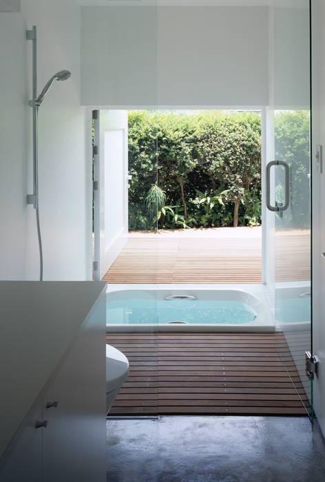 緑山の家: 栗原隆建築設計事務所が手掛けた浴室です。