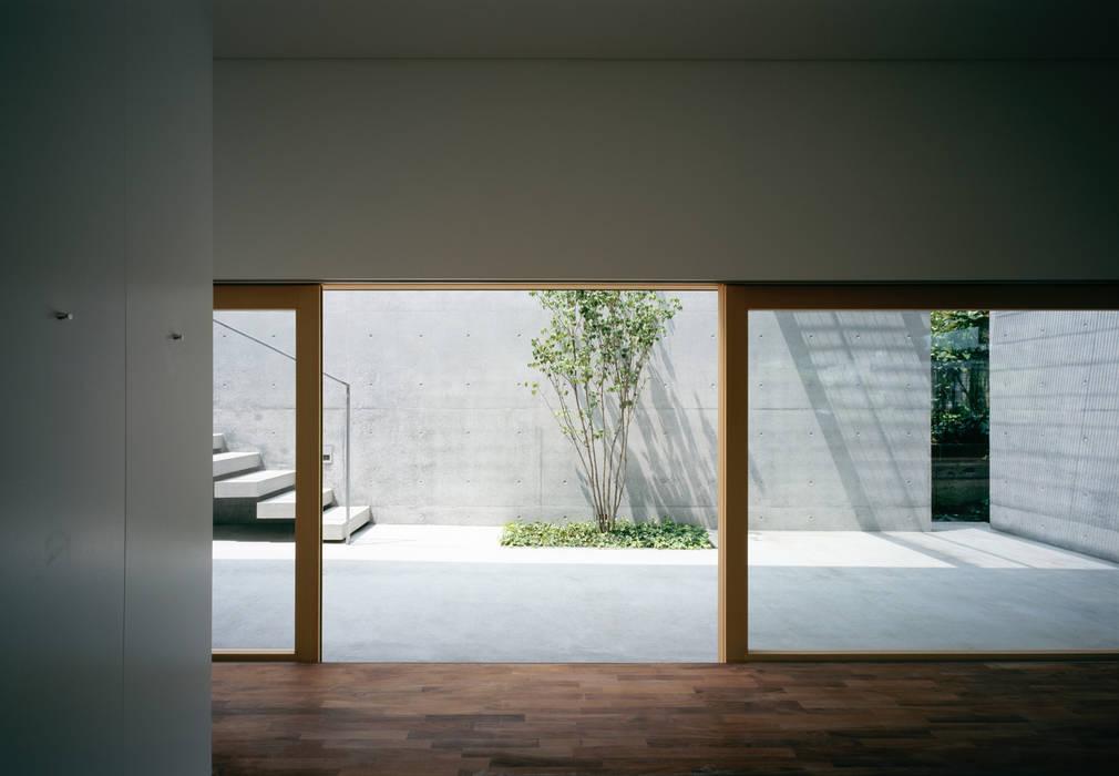 Cuartos de estilo  por 栗原隆建築設計事務所, Moderno