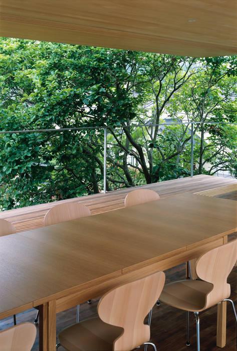 緑山の家: 栗原隆建築設計事務所が手掛けた庭です。