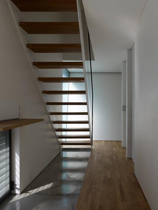 梅ヶ丘の家 モダンスタイルの 玄関&廊下&階段 の 栗原隆建築設計事務所 モダン