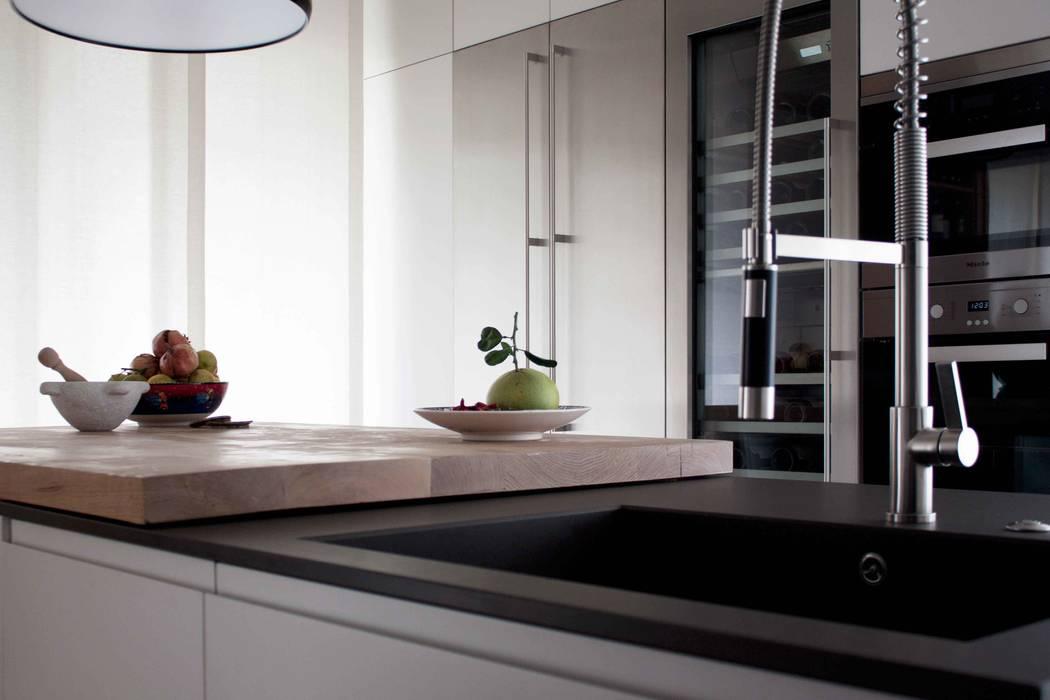 cucina: Cucina in stile in stile Moderno di davide petronici | architettura