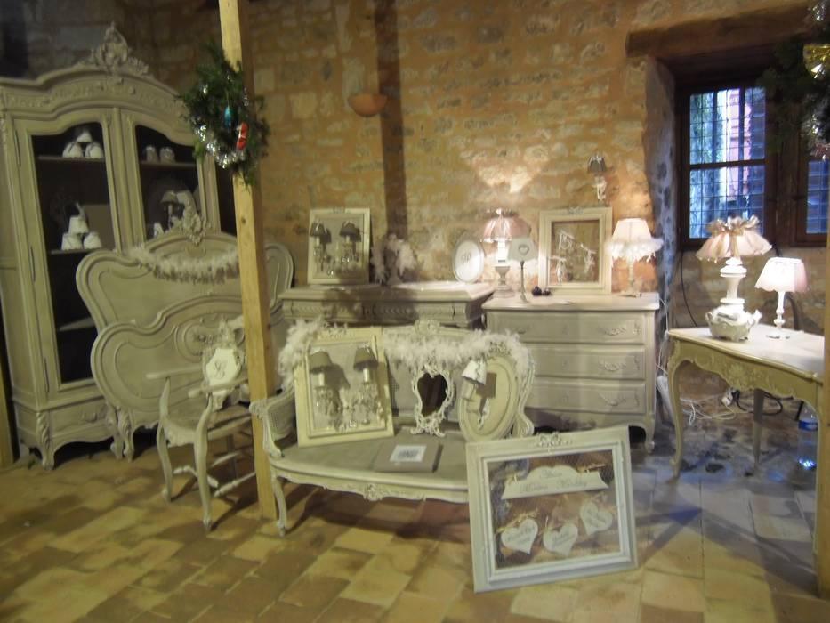 Ambiance décoration de charme...: Maisons de style  par Atelier Marlène Mandavy