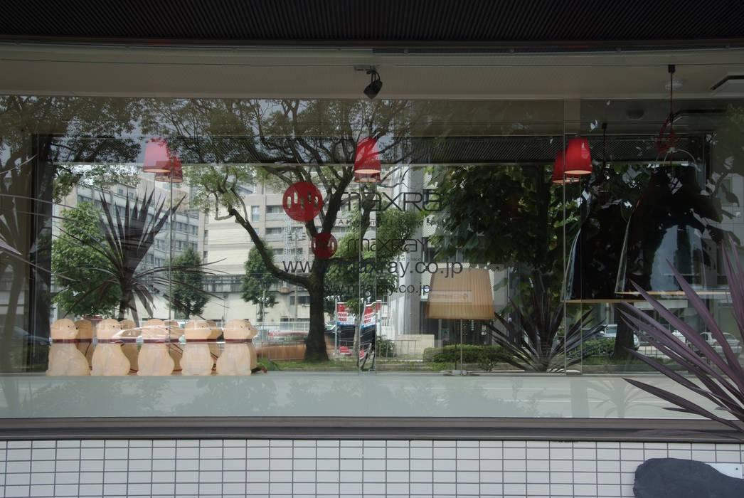 ショーウィンドウ(日中): Shigeo Nakamura Design Officeが手掛けたオフィススペース&店です。