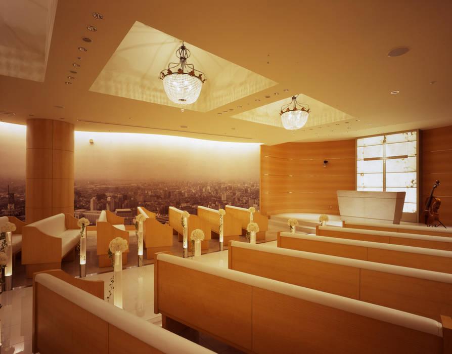 チャペル壁面-1 クラシカルなホテル の Shigeo Nakamura Design Office クラシック