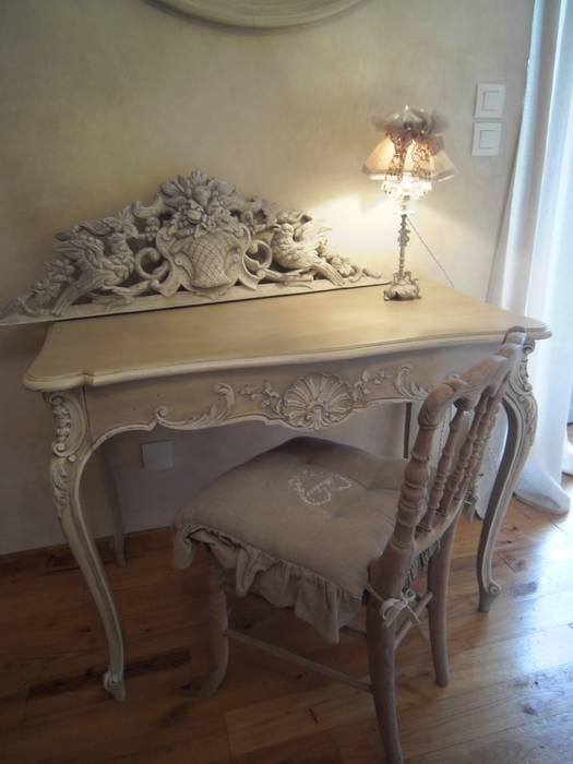 secrétaire Louis XV style rocaille: Bureau de style de style eclectique par Atelier Marlène Mandavy