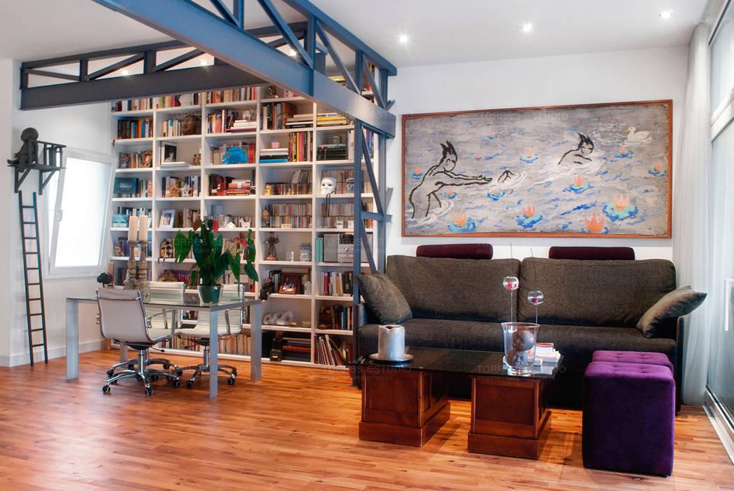 Loft de nueva creación: Salones de estilo moderno de Torres Estudio Arquitectura Interior