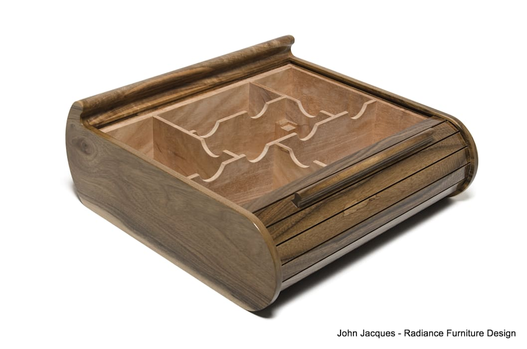 Solid English Walnut Tambour Roll Lid Humidor por Radiance Furniture Design Moderno
