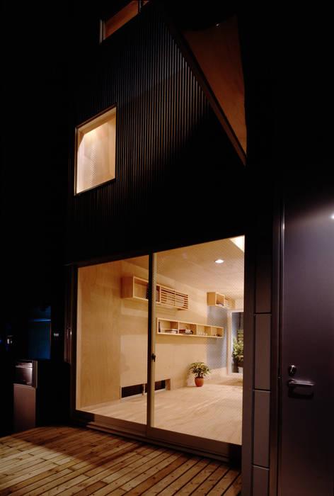 TAN エントランス: 濱嵜良実+株式会社 浜﨑工務店一級建築士事務所が手掛けた家です。