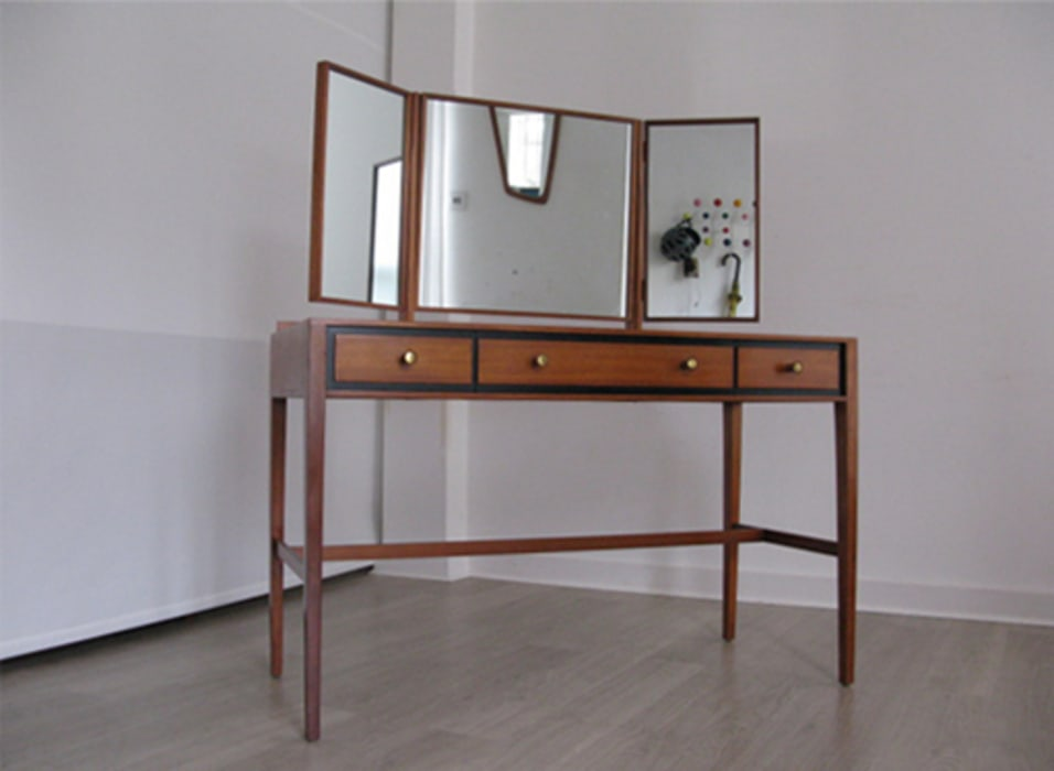 A 1960s Heals dressing table with adjustable mirror: modern  by Funky Junky, Modern