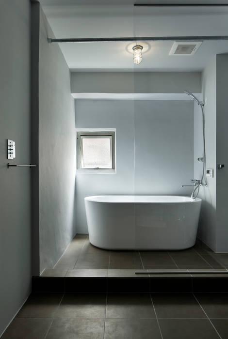 ห้องน้ำ by 蘆田暢人建築設計事務所 Ashida Architect & Associates
