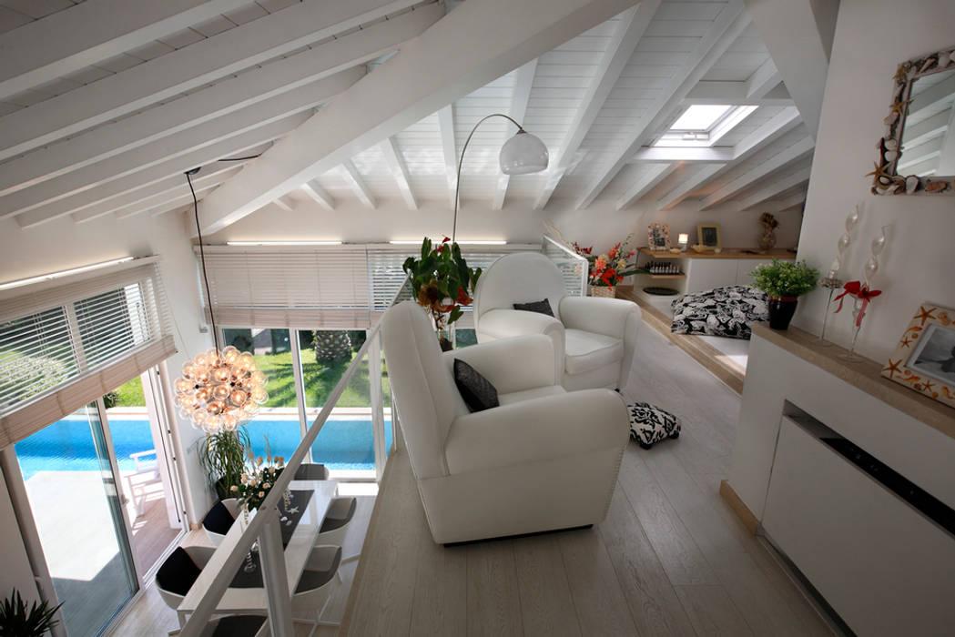 Villa Stella, Marina di Pietrasanta (LU): Soggiorno in stile in stile Moderno di Michelangelo Chiti Architetto