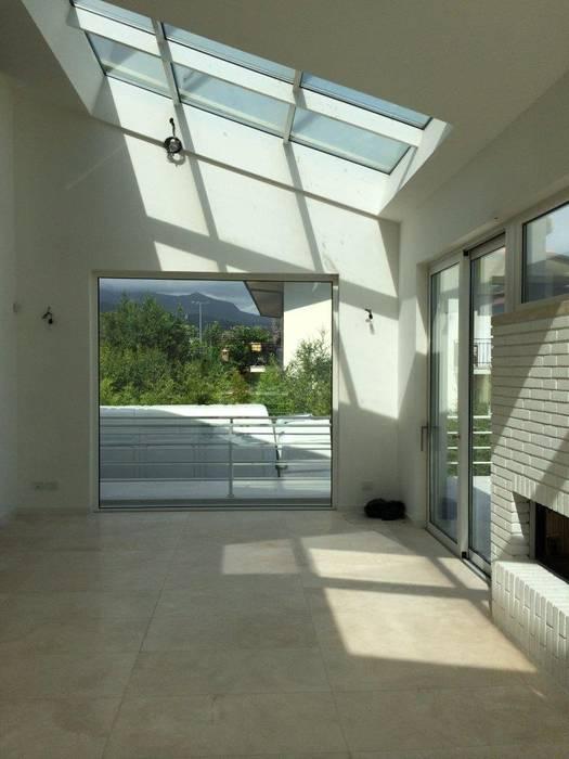 Villa Solaria, Forte dei Marmi (LU): Soggiorno in stile in stile Minimalista di Michelangelo Chiti Architetto