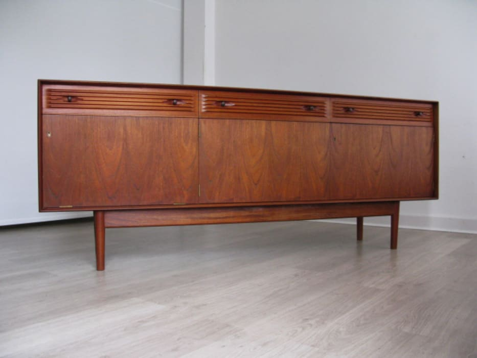 1960s teak sideboard with reeded drawers: scandinavian  by Funky Junky, Scandinavian