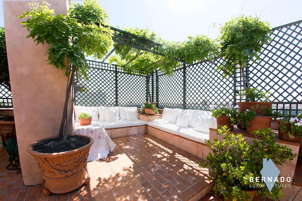 Zona chill out Balcones y terrazas de estilo clásico de Bernadó Luxury Houses Clásico