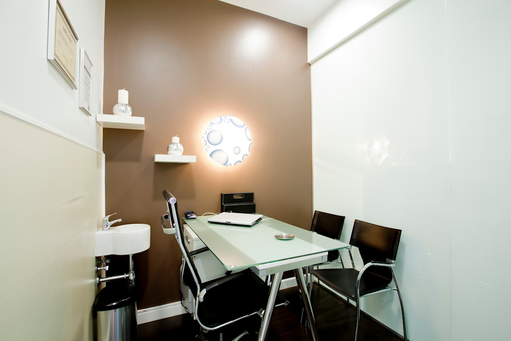 Despachos Clínicas de estilo moderno de IPUNTO INTERIORISMO Moderno