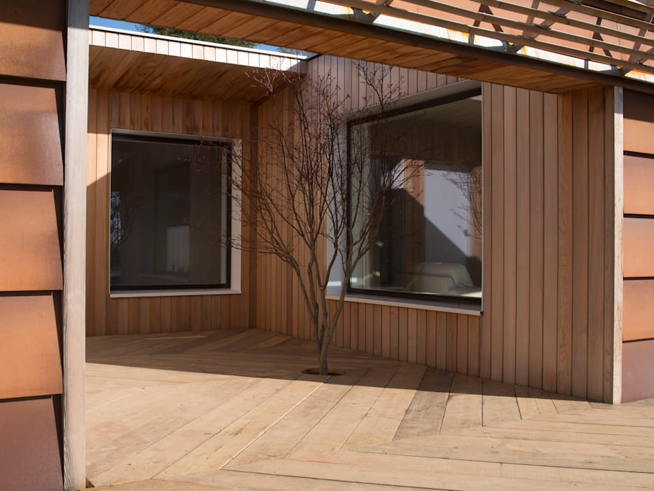 External Courtyard Modern balcony, veranda & terrace by Facit Homes Modern