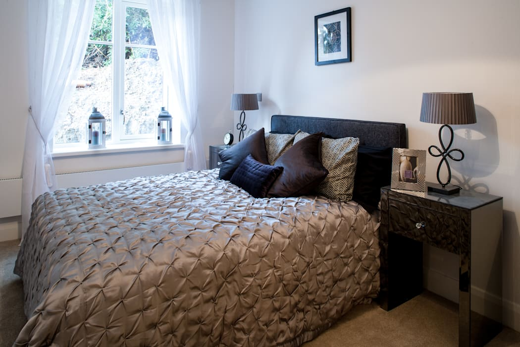 Show flat in Ascot, UK:  Bedroom by Lujansphotography,