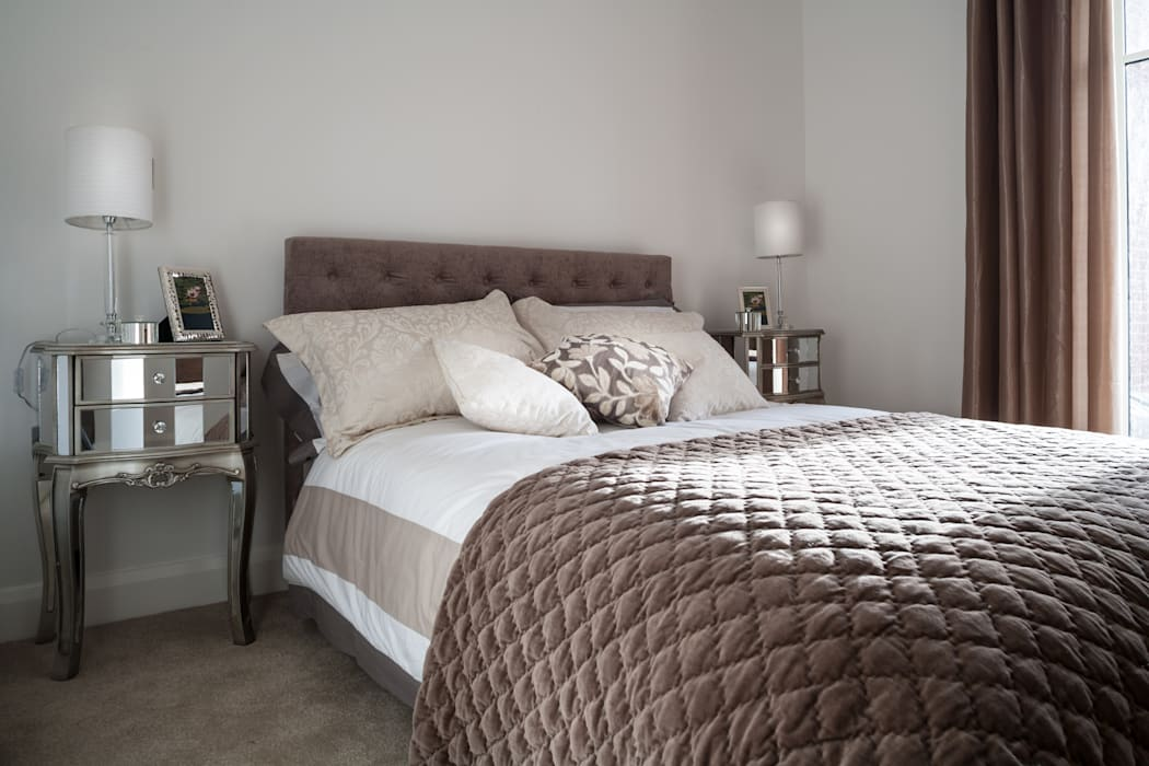 Show Flat in Ascot:  Bedroom by Lujansphotography,