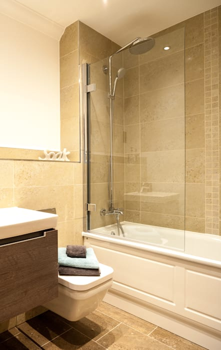 Show Flat in Ascot:  Bathroom by Lujansphotography,