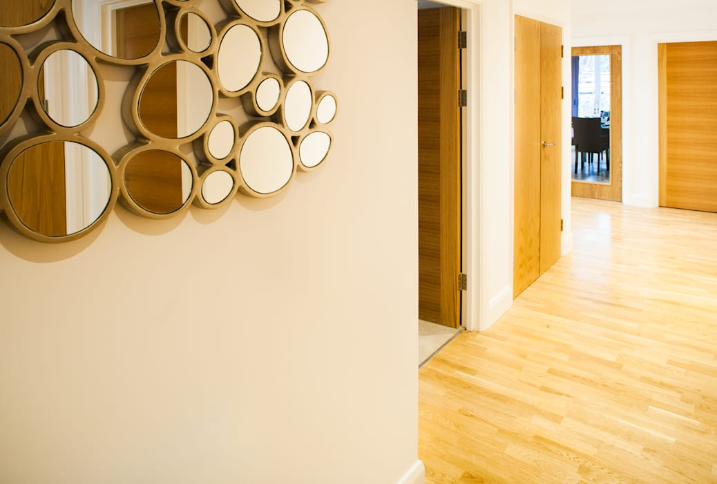Show flat in Ascot, UK Modern corridor, hallway & stairs by Lujansphotography Modern