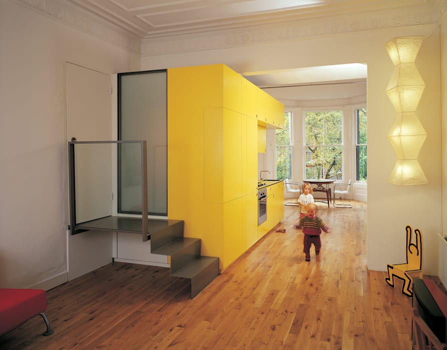 The Yellow Submarine:  Living room by Sophie Nguyen Architects Ltd,