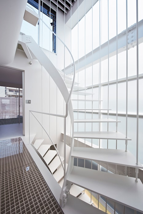 階段: 岩井文彦建築研究所が手掛けた廊下 & 玄関です。