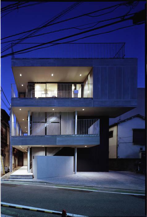 ファサード: 濱嵜良実+株式会社 浜﨑工務店一級建築士事務所が手掛けた家です。