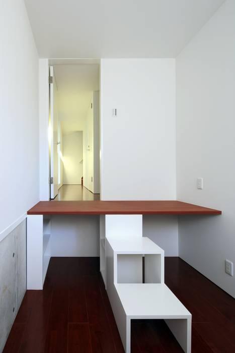 寝室: 濱嵜良実+株式会社 浜﨑工務店一級建築士事務所が手掛けた寝室です。