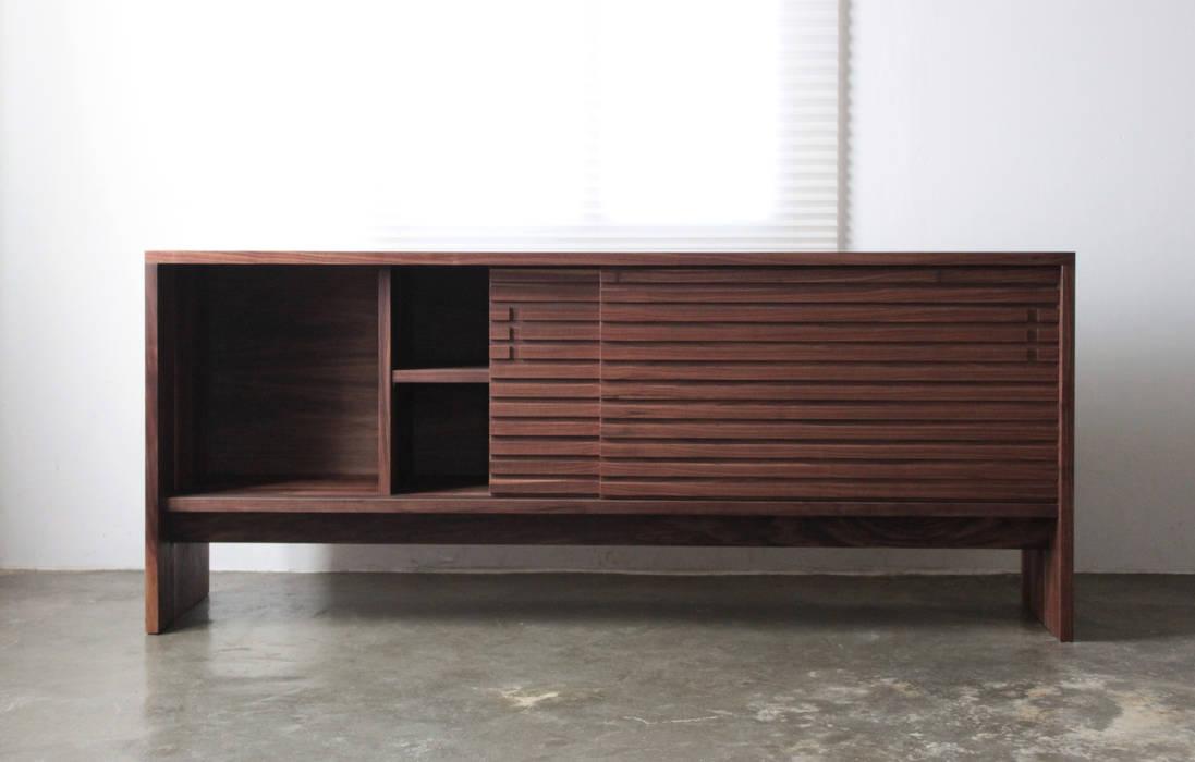 Salas/Recibidores de estilo  por The QUAD woodworks