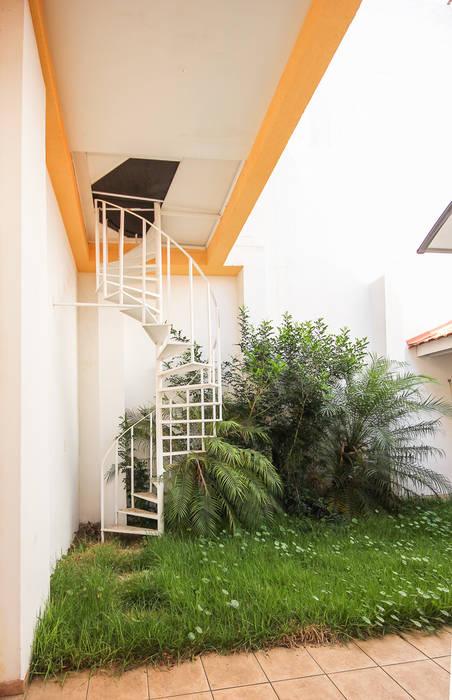 Jardines de estilo moderno de Michele Balbine Fotografia Moderno