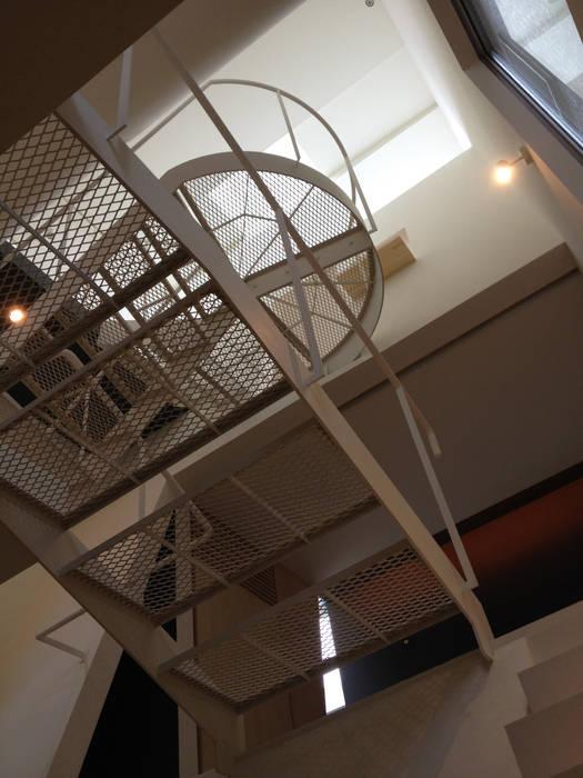 Modern corridor, hallway & stairs by M+2 Architects & Associates Modern