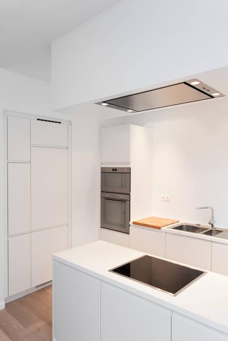 Aménagement contemporain d'un appartement bruxellois Cuisine moderne par D-ID Moderne