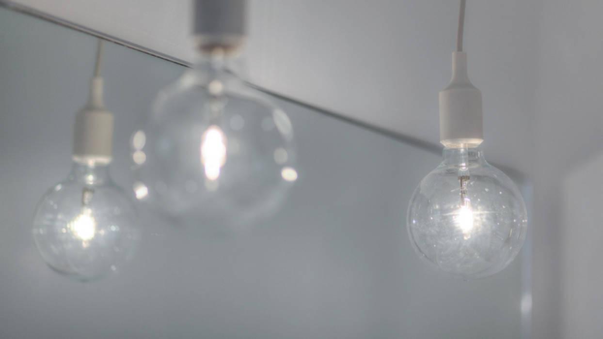 Aménagement contemporain d'un appartement bruxellois Salle de bain moderne par D-ID Moderne