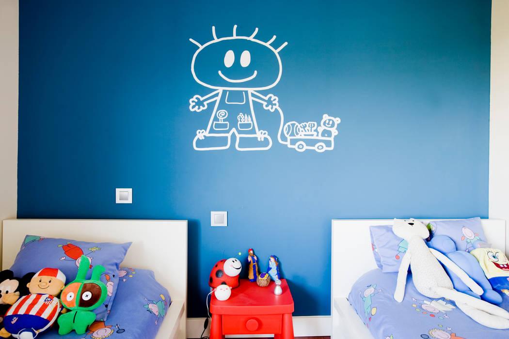 Paredes: Dormitorios infantiles de estilo  de IPUNTO INTERIORISMO