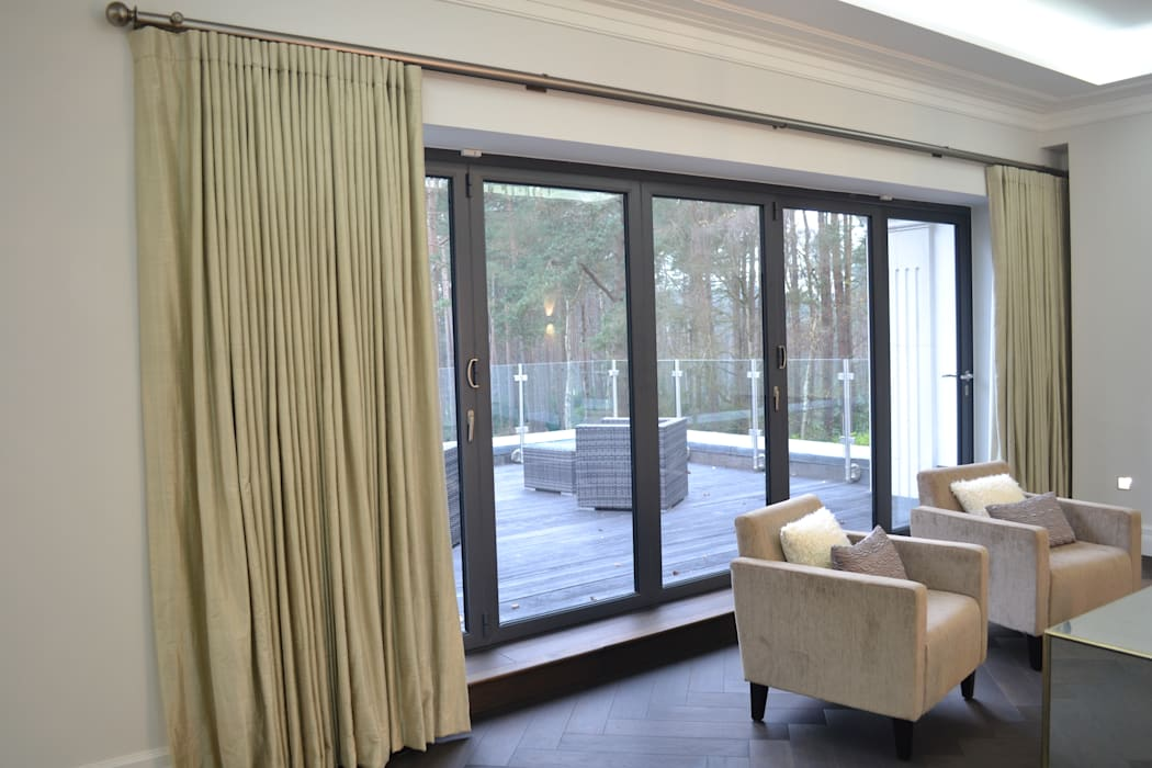 Large Tracked Pole with Wave Curtains: modern  by International Soft Furnishers, Modern