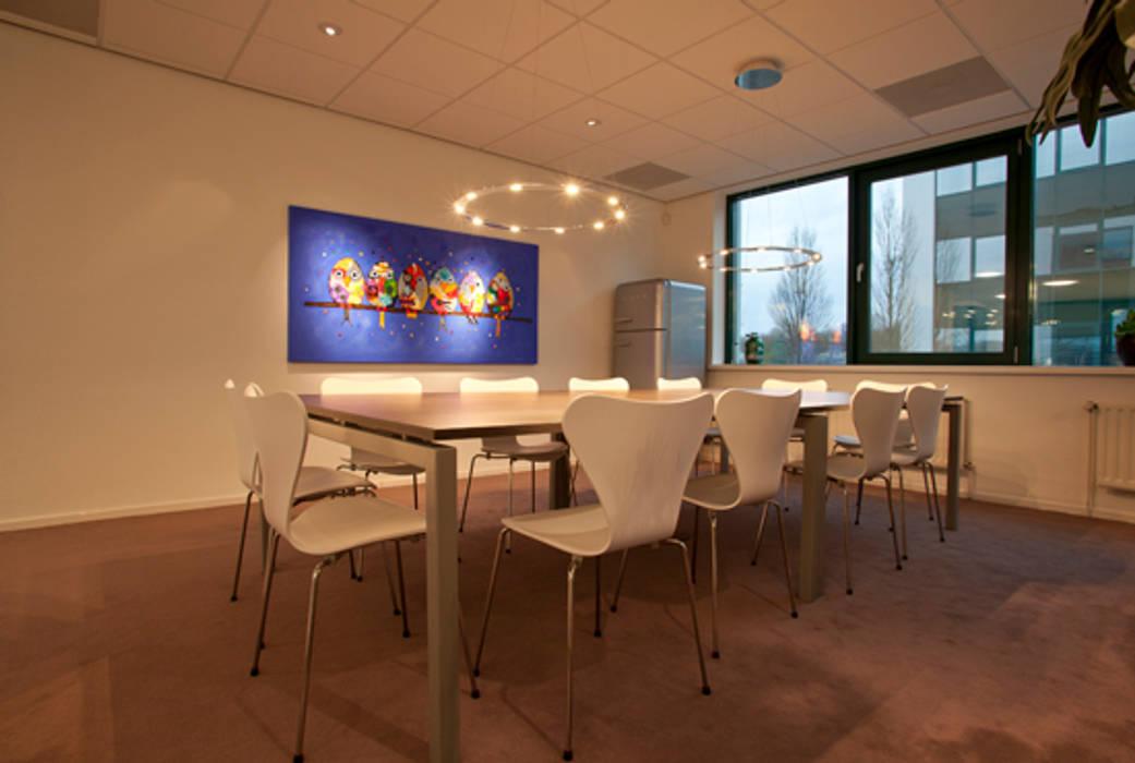 koffietafel:  Kantoorgebouwen door Lightarc lichtarchitektuur, Modern